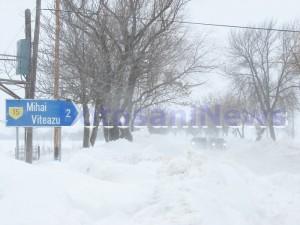 deszapezire iarna grea - drumuri blocate de viscol Botosani
