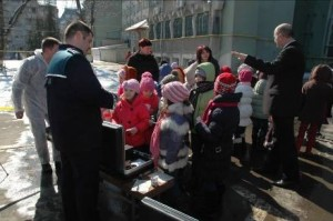 copii la politie