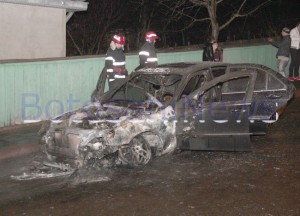 Mercedes incendiat pe strada Savenilor- Botosani