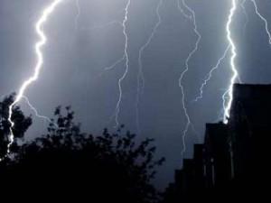 fulgere, vijelii, ploi