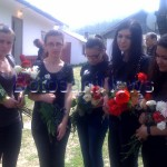 inmormantare Niculina Bacinschi, colege cu flori in mana