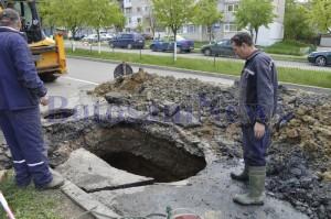 muncitor excavator groapa asfalt botosani