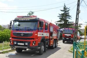 masina pompieri in fata casa