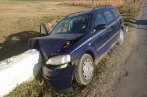 accident-masina-in-cap-de-pod-groapa-1