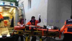 ambulanta aducându-l pe copilul de cinci ani la Spitalul de Copii Botoșani