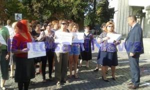protest-in-fata-cj-impotriva-medicilor-din-maternitatea-botosani