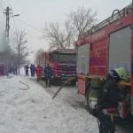 pompieri-incendiu-casa-iarna-zapada3