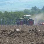 stiri, botosani, stiri din botosani, tractor, camp (3)